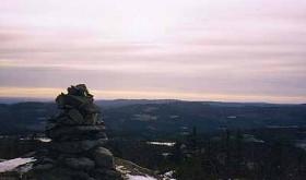 MOT KVELD ved Fjellsjøkampens varde. Foto: STEIN BOTILSRUD