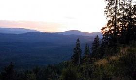 PRAKT. Utsikten nordvestover fra Raudløkkollen. Foto: STEIN BOTILSRUD